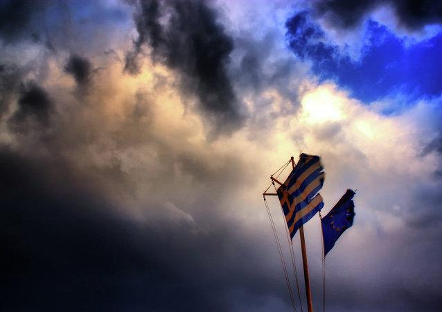 Drapeaux grec et européen