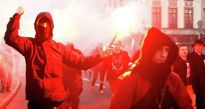 La marche du Mouvement national (ensemble d'associations d'extrême droite) organisée pour fêter le Jour de l'Indépendance, le 11 novembre 2014, Pologne