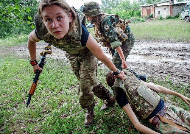 Ukraine: les combattantes du mouvement néonazi Secteur droit