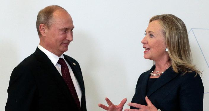 Vladimir Poutine et Hillary Clinton. Archive photo