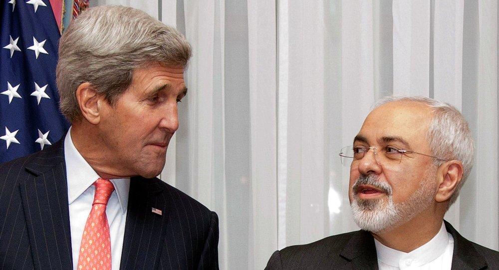 Le secrétaire d'Etat US John Kerry et le ministre iranien des Affaires étrangères Mohammad Javad Zarif