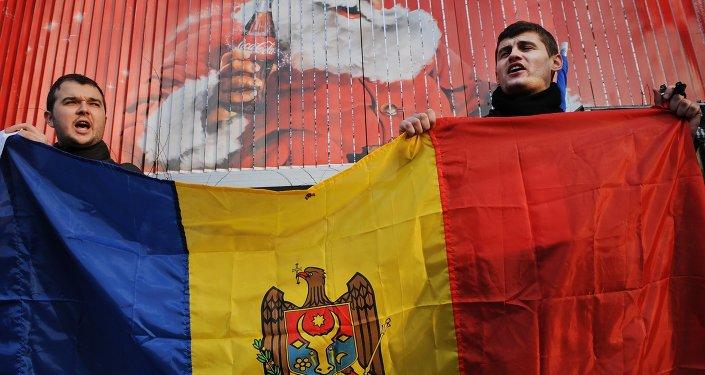 Manifestants avec le drapeau de la Moldavie. Archive photo