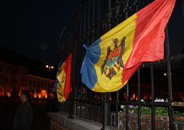 Drapeaux roumain et moldave