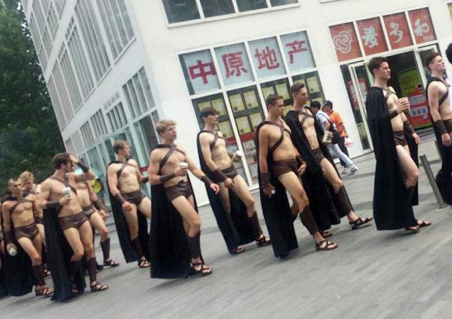 soldats spartiates à Pékin