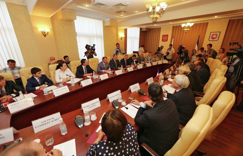 Rencontre des membres du gouvernement de la république russe de Crimée avec une délégation de parlementaires français