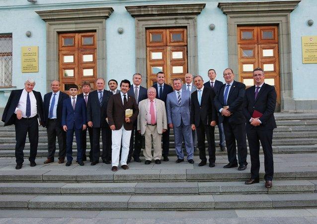 Des parlementaires français en Crimée