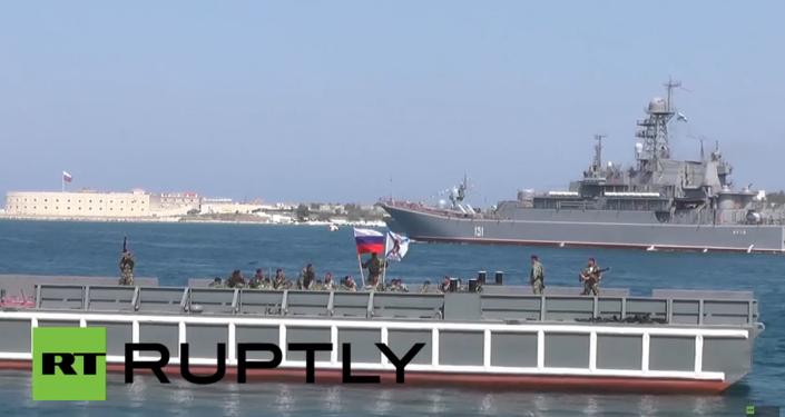 La Flotte russe de la mer Noire montre ses muscles