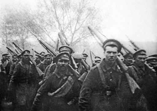Des soldats russes partent pour le front