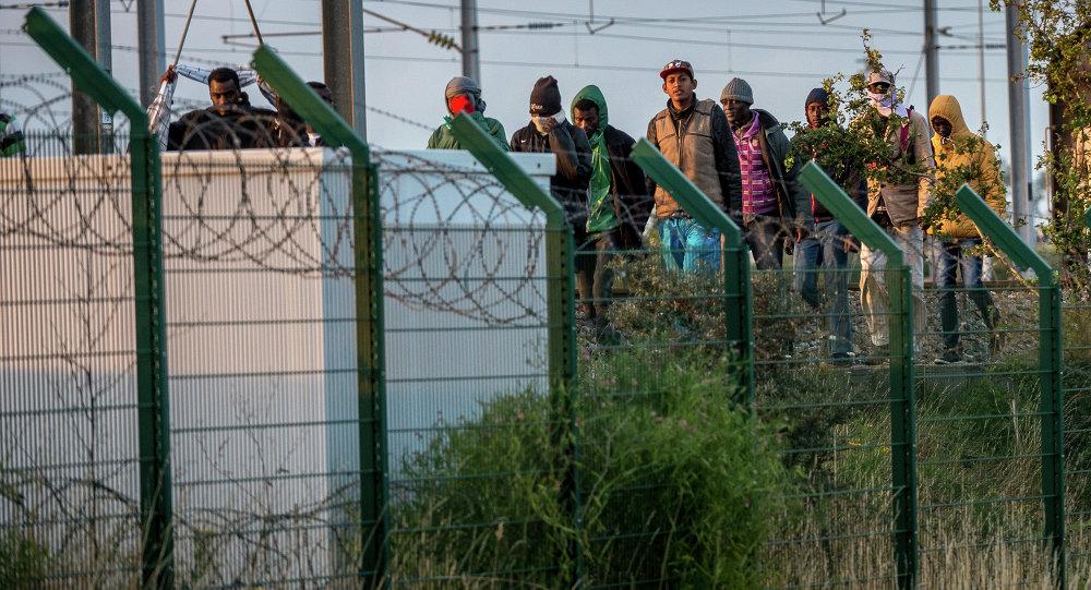 les migrants dans la ville de Calais, dans le nord de la France