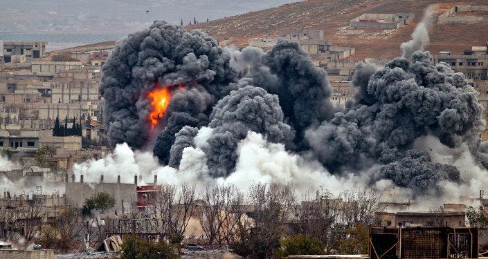 Une frappe aérienne américaine sur Kobani, Nov. 17, 2014.