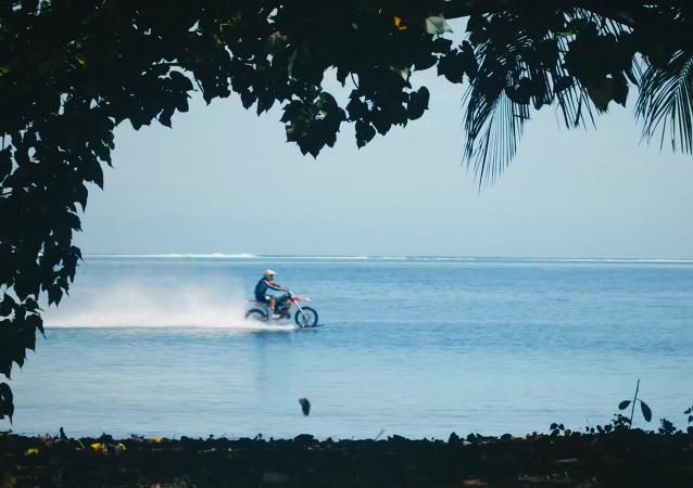 Du surf en moto