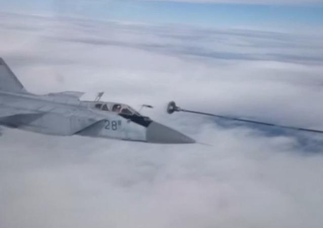 Ravitaillement de chasseurs MiG au-dessus du Pacifique