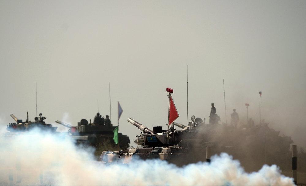 Russie: concours de biathlon en char d'assaut
