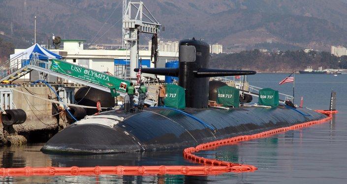 Le sous-marin américain Olympia  (SSN-717) dans le port de Changwon, en Corée du sud.