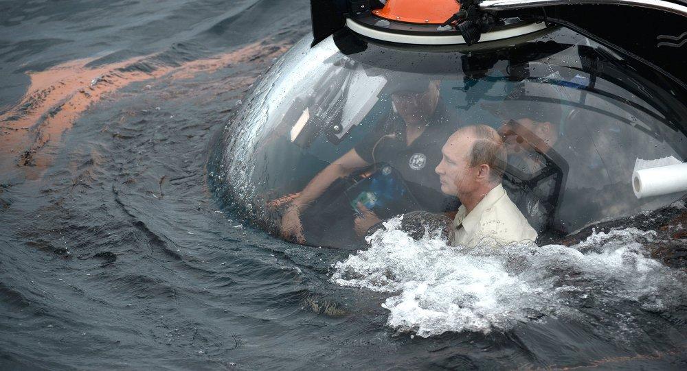 Poutine prend part à une expédition sous-marine