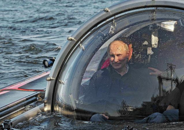 Vladimir Poutine effectue une plongée à bord du bathyscaphe Sea Explorer-5