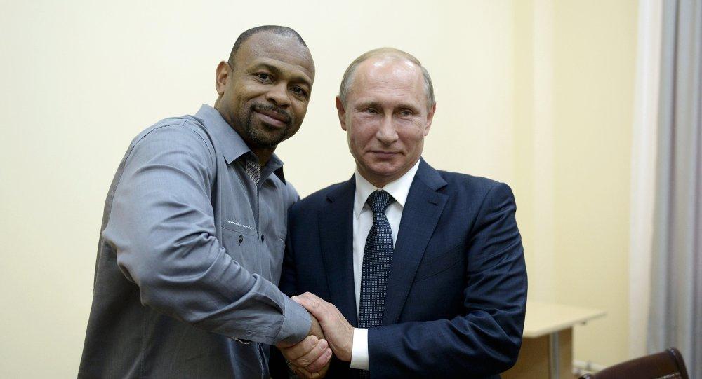 Roy Jones et Vladimir Poutine en Crimée