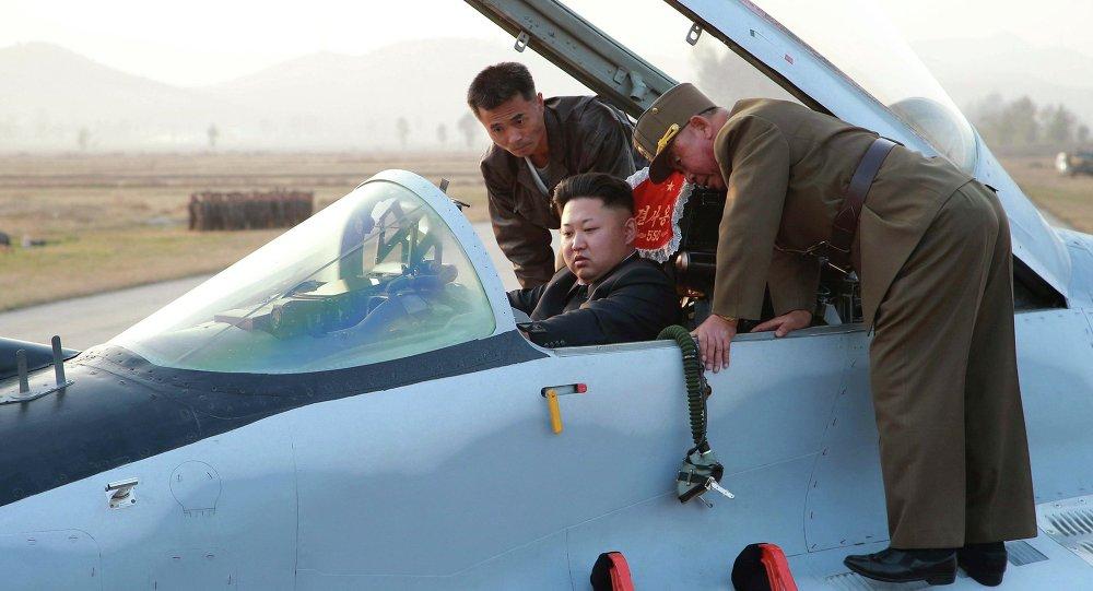 Kim Jong-un au volant d'un avion militaire