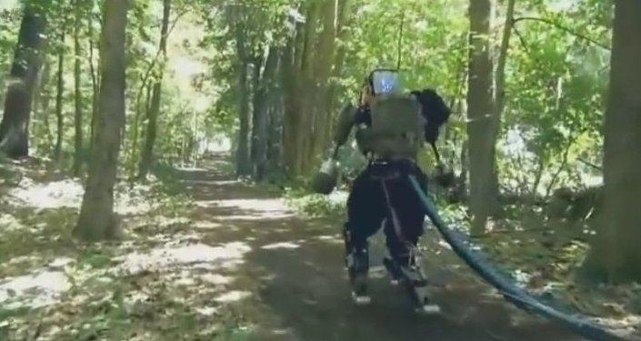 Boston Dynamics teste son robot humanoïde en forêt