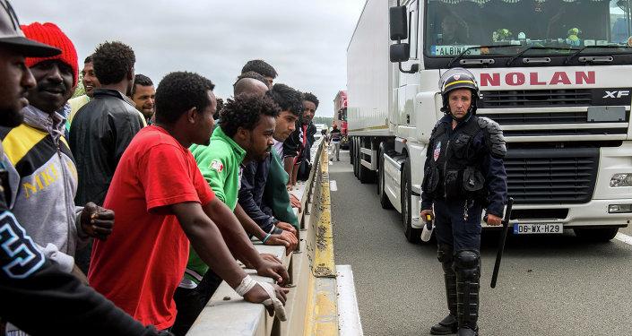 Migrants: renforts de CRS à Calais