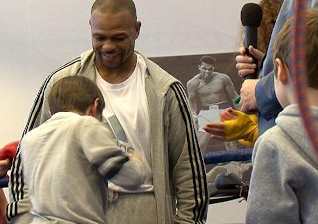 Le légendaire Roy Jones Jr. avec de jeunes boxeurs russes