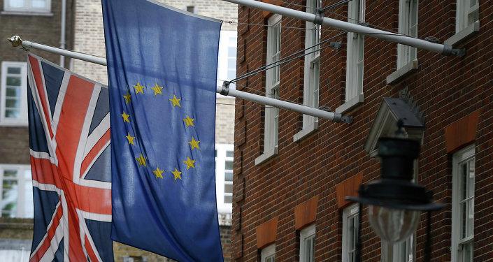 Le drapeau britannique et le drapeau de l'Union européenne