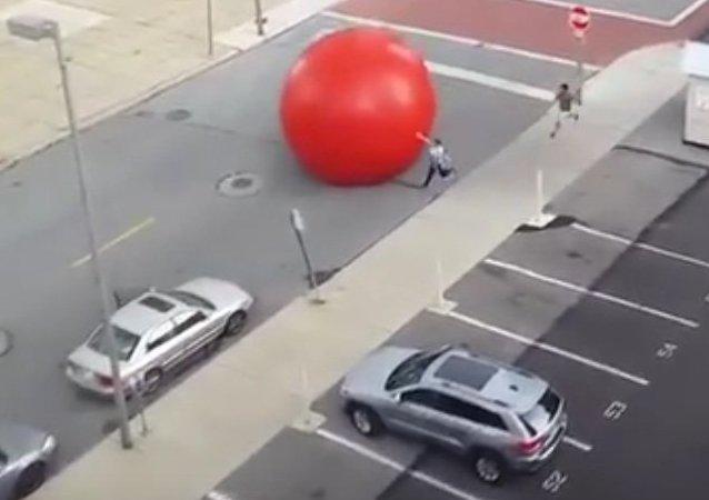 Une boule rouge géante se balade dans l'Ohio