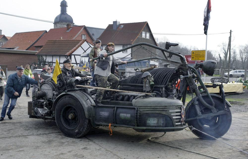 L'Allemagne a montré la Harzer Bike Schmiede, la moto la plus lourde du monde
