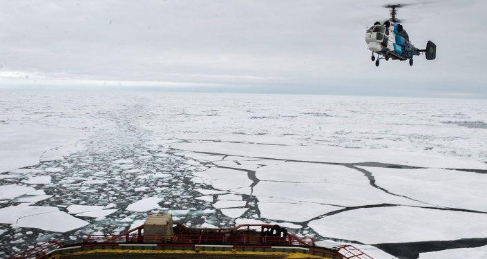 Brise-glace Iamal en Arctique