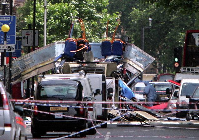 Les restes d'un bus qui a explosé près de Tavistock Square, dans le centre de Londres, le 7 juillet  2005.