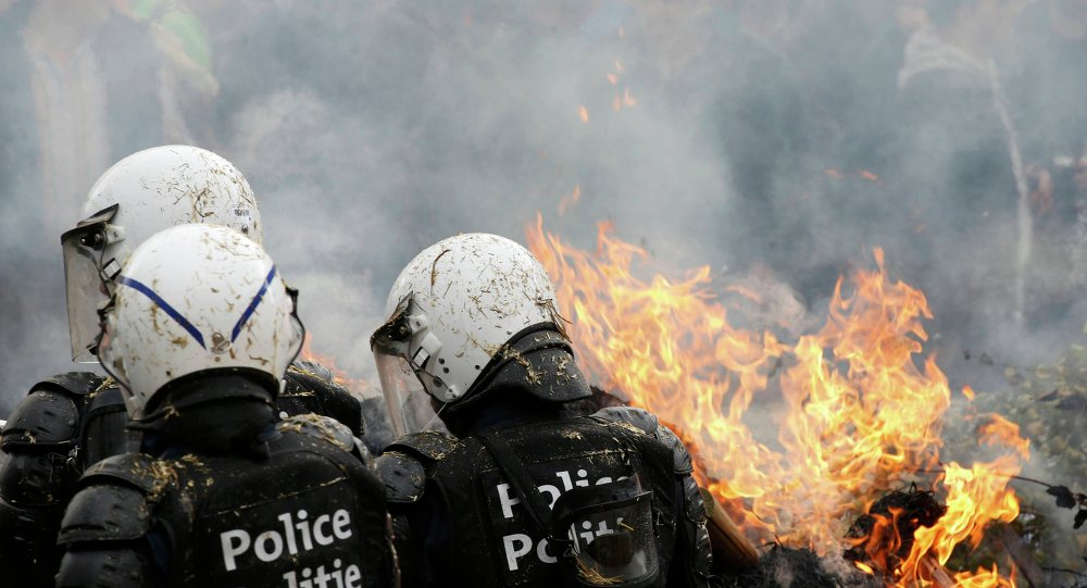 La police de Bruxelles disperce un rassemblement de protestation