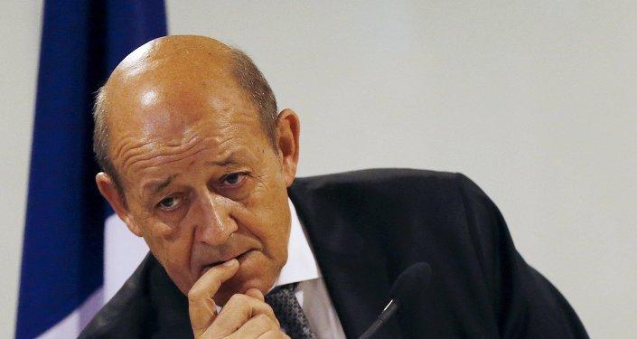 Stop aux journalistes: une nouvelle stratégie de com' du gouvernement Macron?