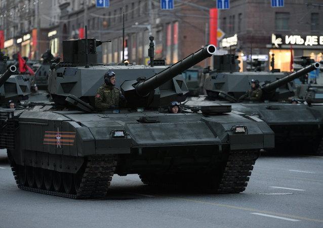 Des chars Armata T-14 lors d'une répétition du défilé de la Victoire