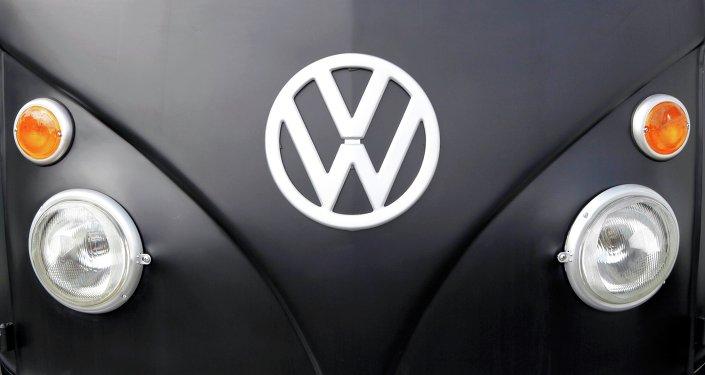 Logo de Volkswagen sur une Beetle