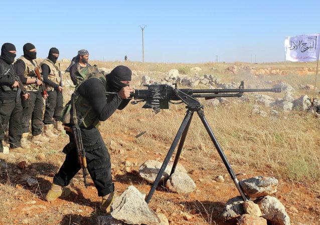 Des combattants de l'armée syrienne libre font un entraînement, juin 2015