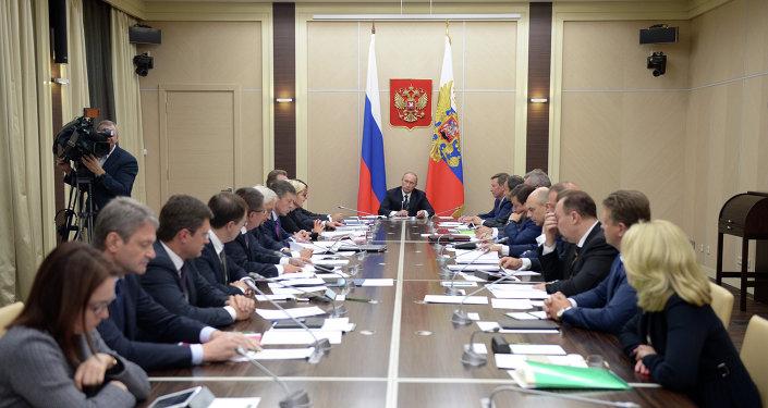 Le président russe Vladimir Poutine invite tous les pays à coopérer
