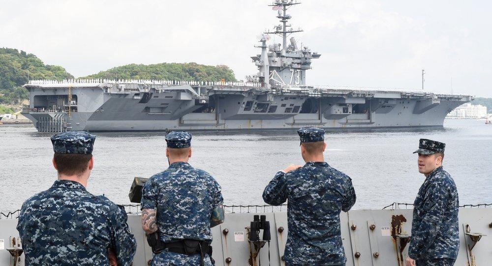 un porte-avions nucléaire US.Tokyo