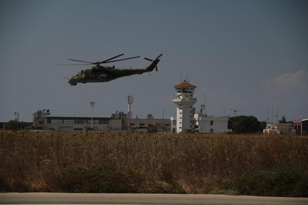 Préparation d'un vol depuis la base aérienne de Hmeimim en Syrie