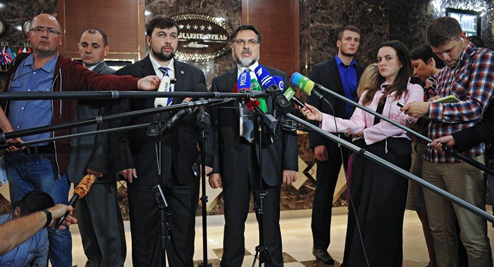 Denis Pouchiline et Vladislav Deïnego, négociateurs des Républiques populaires autoproclamées de Donetsk (DNR) et de Lougansk (LNR), le 6 octobre, Minsk