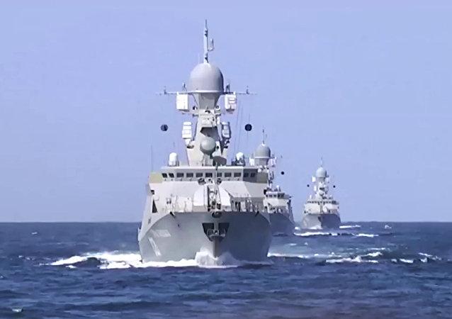 Des navires de la Flottille de la mer Caspienne ont tiré des missiles sur les positions des djihadistes de Daech en Syrie