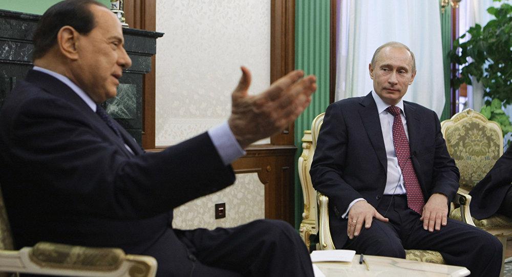 Le président du Conseil italien Silvio Berlusconi et le premier ministre russe Vladimir Poutine. Archive