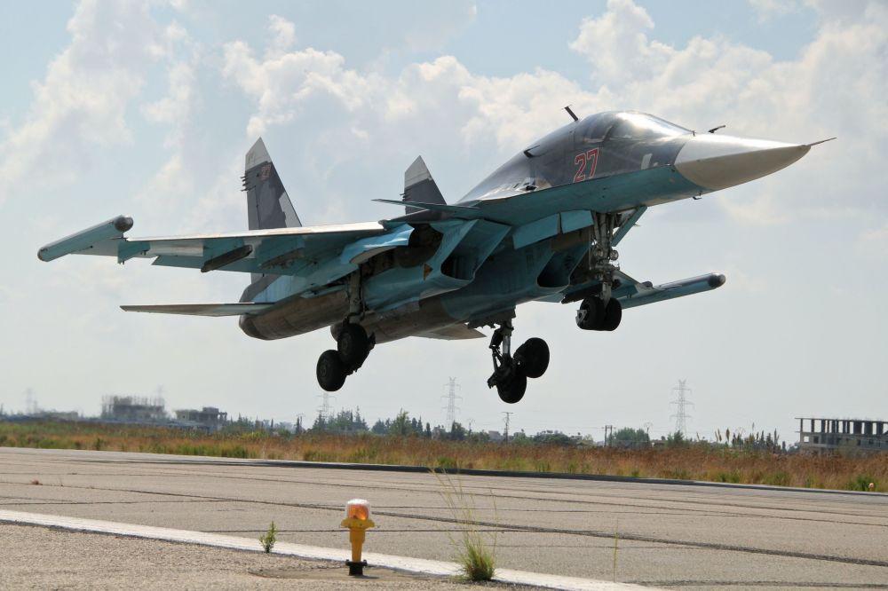 Les bombardiers russes à l'aéroport syrien de Lattaquié