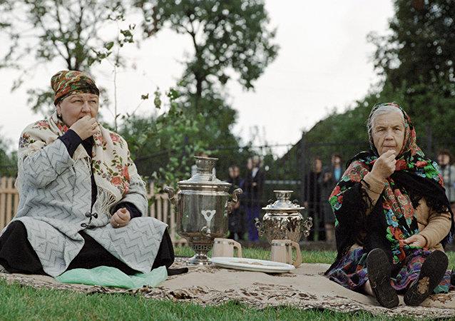 Sous l'empire d'une babouchka russe, la pauvre bête devient obèse