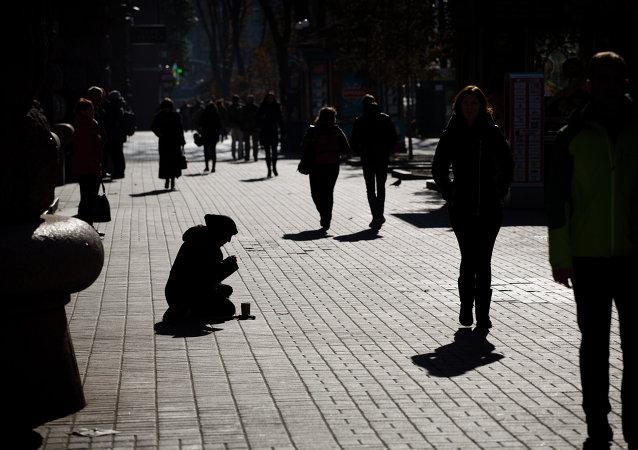 Une femme agée à Kiev