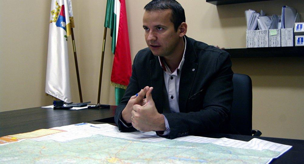 Le maire d'Asotthalom, Laszlo Toroczkai