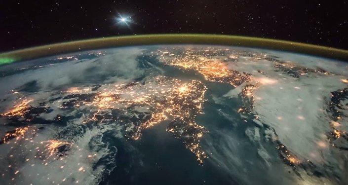 Lever de soleil au-dessus de la Terre vu depuis l'ISS