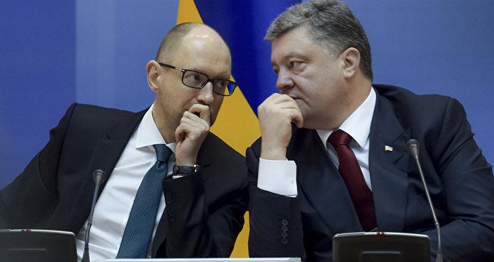 Le premier ministre ukrainien Arseni Iatseniouk et le président ukrainien Piotr Porochenko