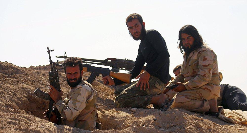Les soldats syriens éliminent une centaine de terroristes à Homa