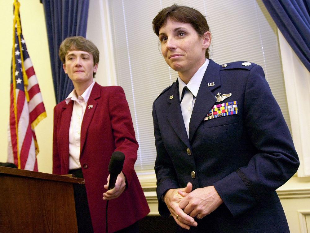 Heather Wilson, membre de la Chambre des représentants et Martha McSally, lieutenant-colonel de l'Armée de l'air américaine lors d'une conférence de presse à Washington