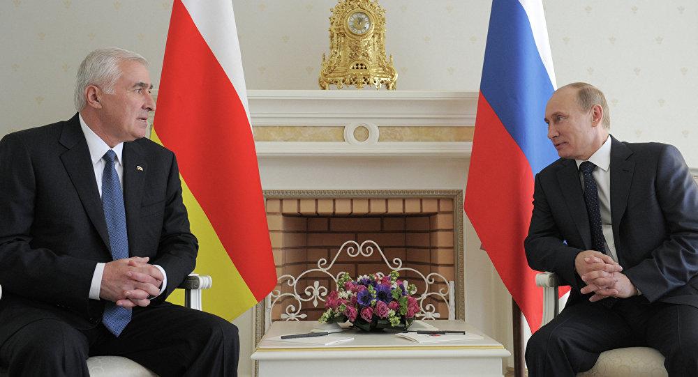 Leonid Tibilov et Vladimir Poutine